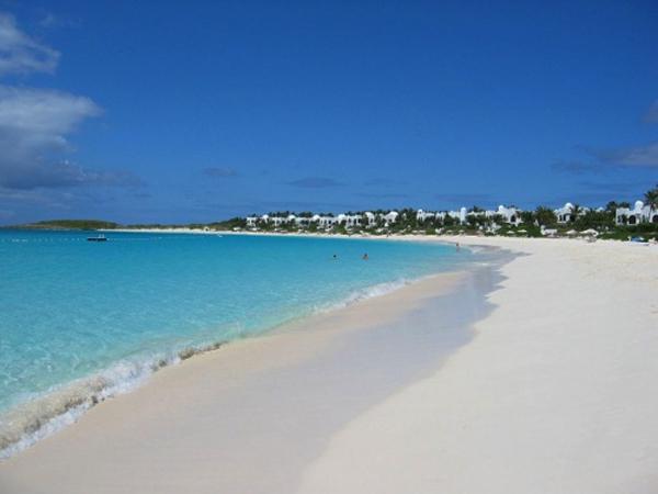 keindahan pantai anyer di provinsi banten