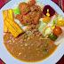 La comida del mediodía: Arroz, habichuelas, albóndigas y ensalada