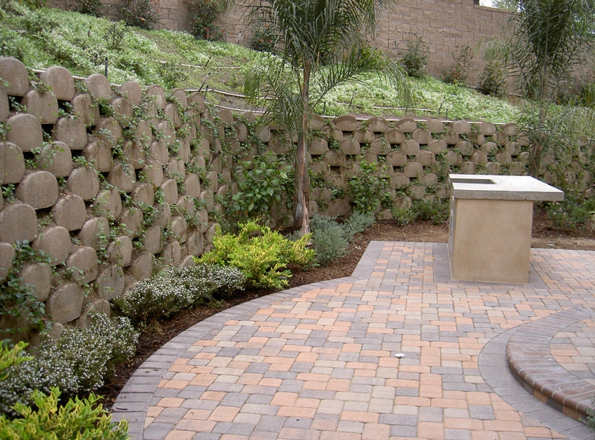 Example of a Concrete Retaining Wall, Concrete Retaining Wall
