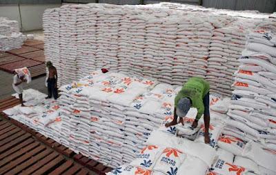 Ambon, Malukupost.com - Stok beras milik Perum Bulog Divisi Regional Maluku cukup dan aman untuk memenuhi kebutuhan daerah tersebut menghadapi bulan puasa dan menjelang perayaan hari raya lebaran nanti.
