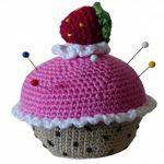 https://www.crazypatterns.net/en/items/4277/haekelanleitung-026-erdbeer-muffin-nadelkissen
