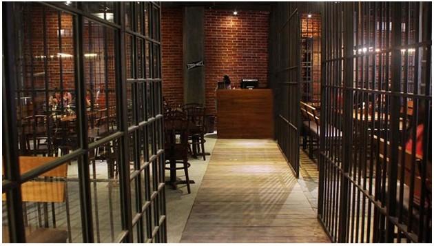 Nongkrong di Kafe Berkonsep Unik di Bong Kopitown