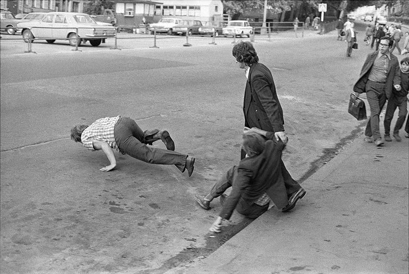 Interesting black and white photographs of street scenes of moscow in the 1970s vintage everyday