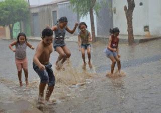 Chuva volta a ser registrada com intensidade em Cajazeiras; veja vídeo
