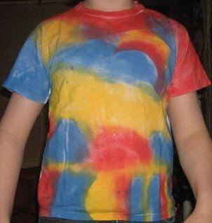 Kaos putih polos jadi kaos abstract full colour dengan teknik spray painting