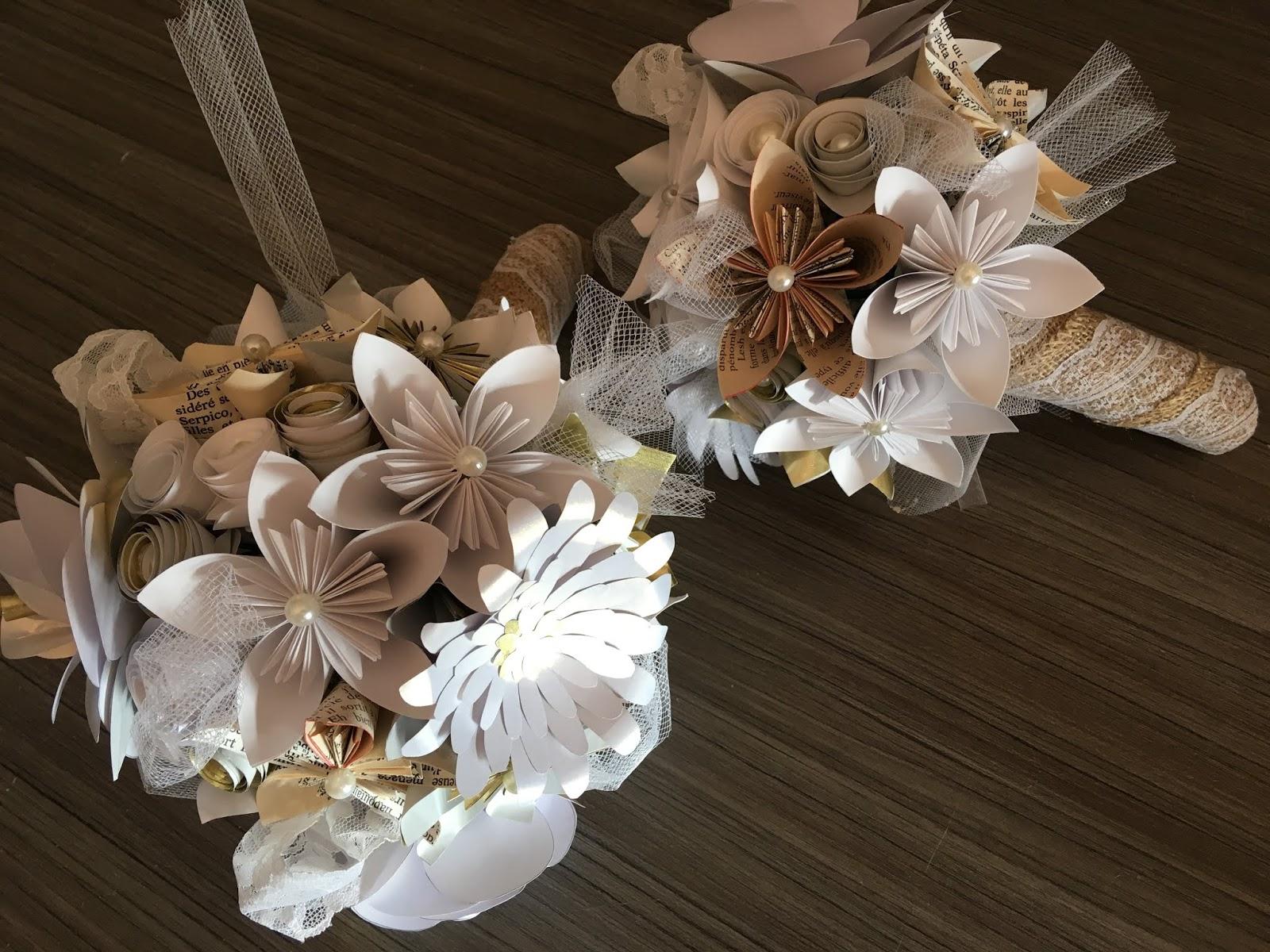 Super duo de bouquets de mariée , dans les tons blanc et doré, garnis de  roses et marguerites, perles et tulles, j ai également réalisée des grosses  roses ... 72f763043dee