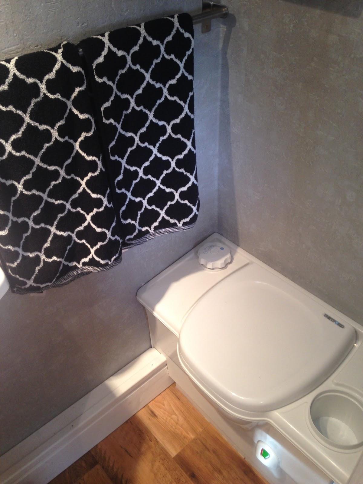 gl cksfeder wei e n gel mit k pfen so haben wir unseren wohnwagen renoviert. Black Bedroom Furniture Sets. Home Design Ideas