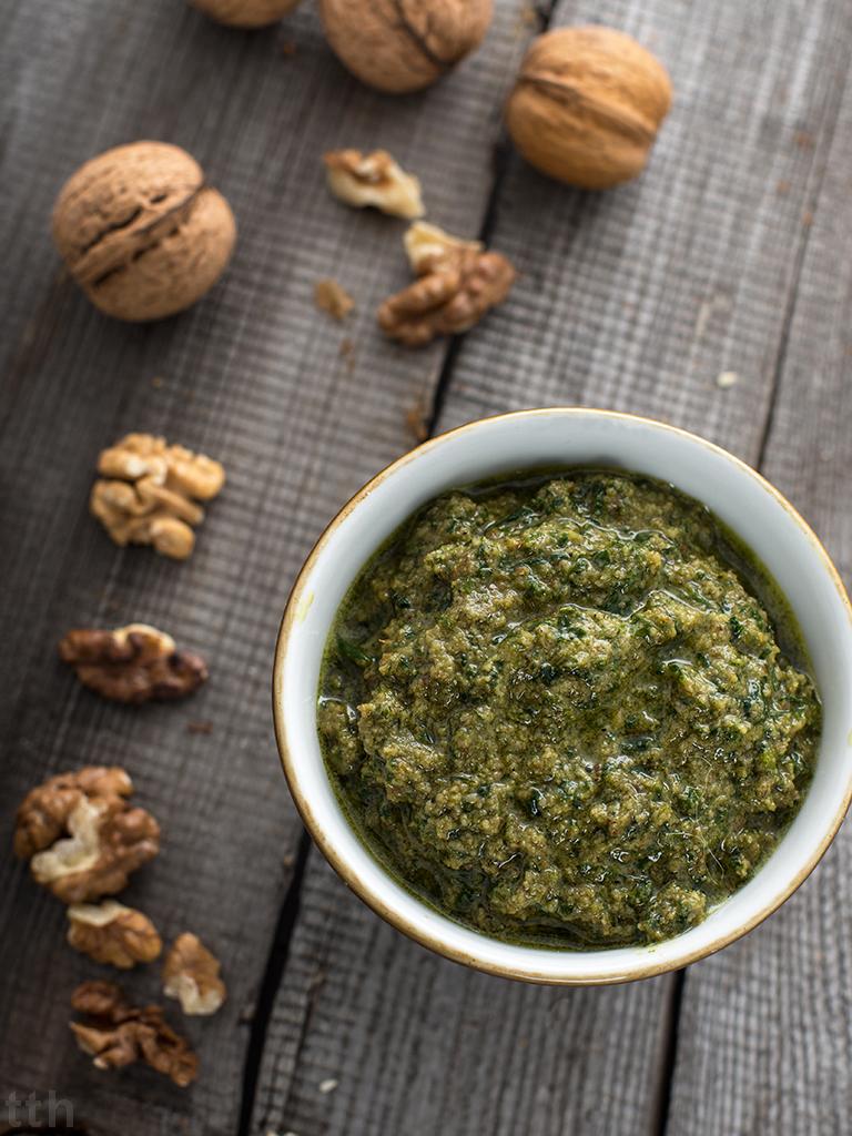 Pesto pietruszkowe z orzechami włoskimi - przepis weganskie, bezglutenowe roślinny blog kulinarny