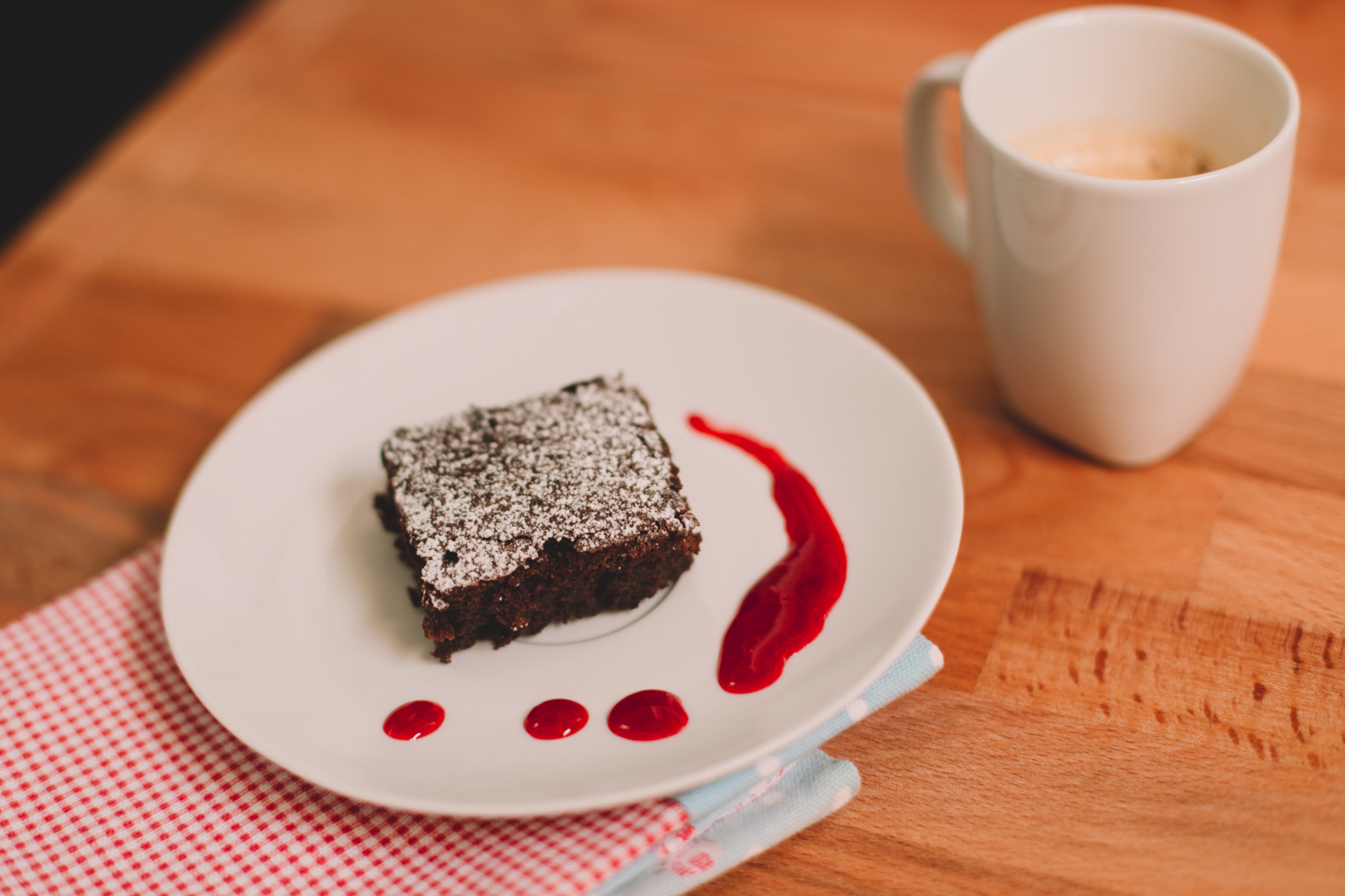 food recipe brownies with raspberry coulis