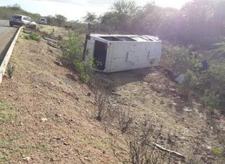 Acidente com ônibus de grupo musical deixa uma vítima fatal no Cariri