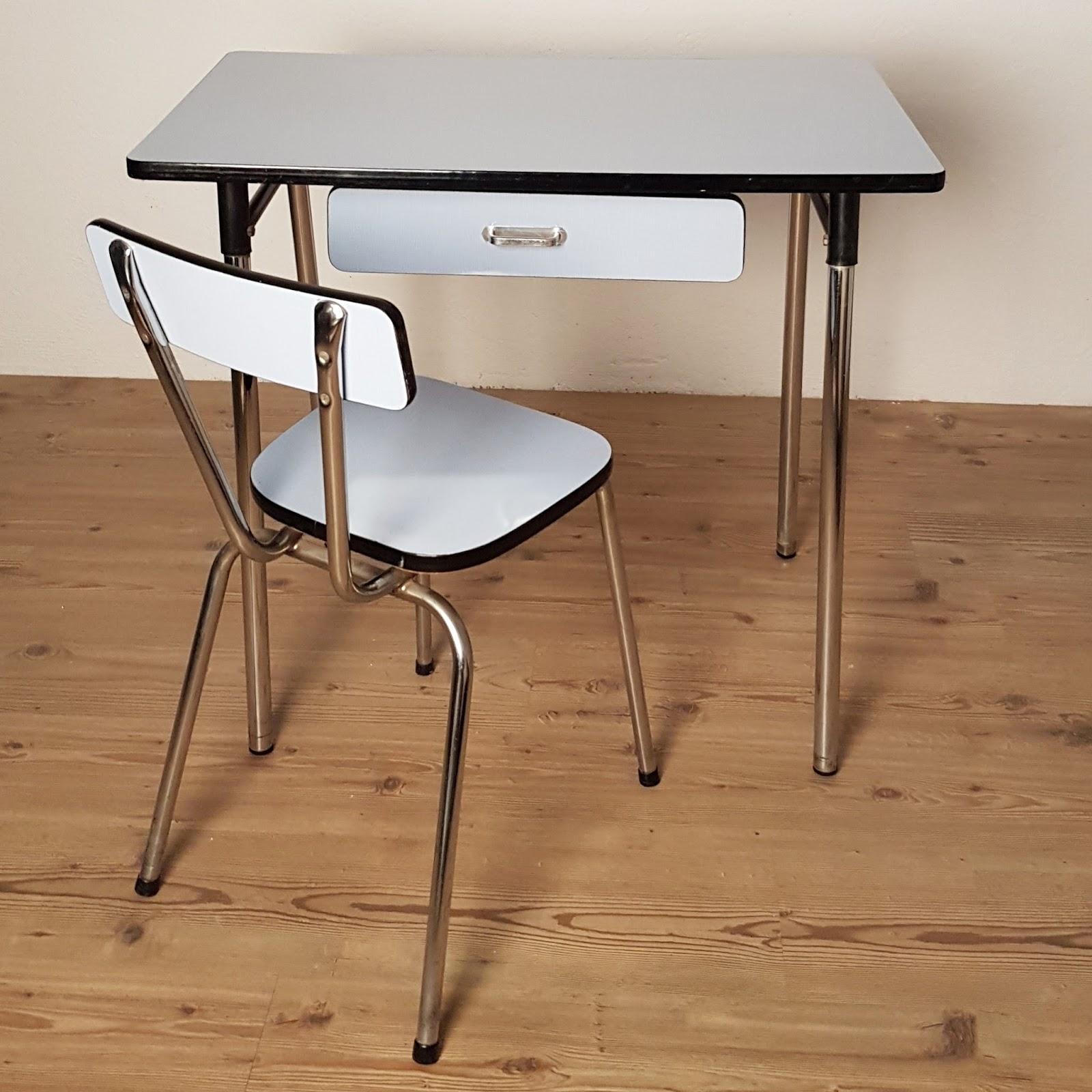 Martina Vintage: Mesa cocina y silla