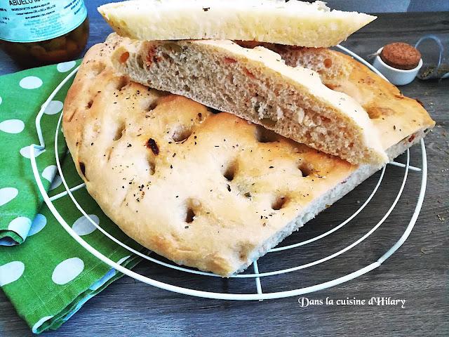Focaccia aux olives cassées et lomo - Dans la cuisine d'Hilary