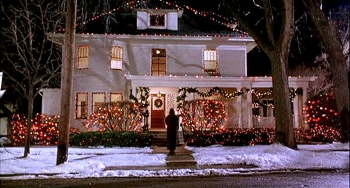 Sandra Bullock finds a loving home at Christmastime in WHILE YOU WERE SLEEPING (1995)