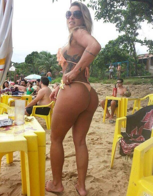 Mulheres gostosas de biquíni