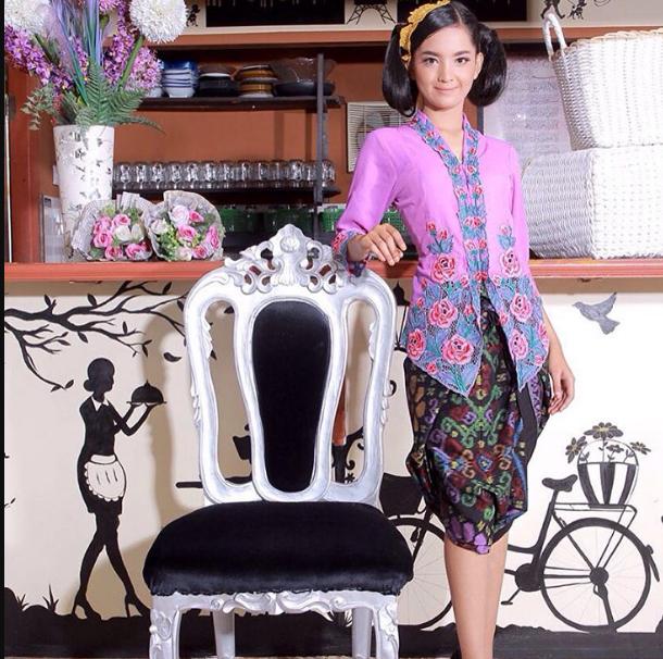 40 Model Kebaya Encim Betawi Hijab Terbaru 2019 Modern Terbaru9