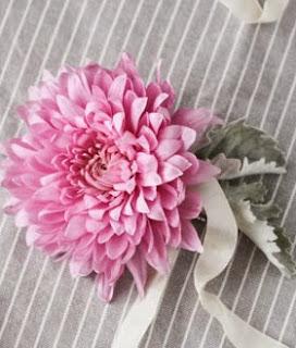http://www.guiademanualidades.com/accesorio-para-el-cabello-con-flores-frescas-29339.htm#more-29339