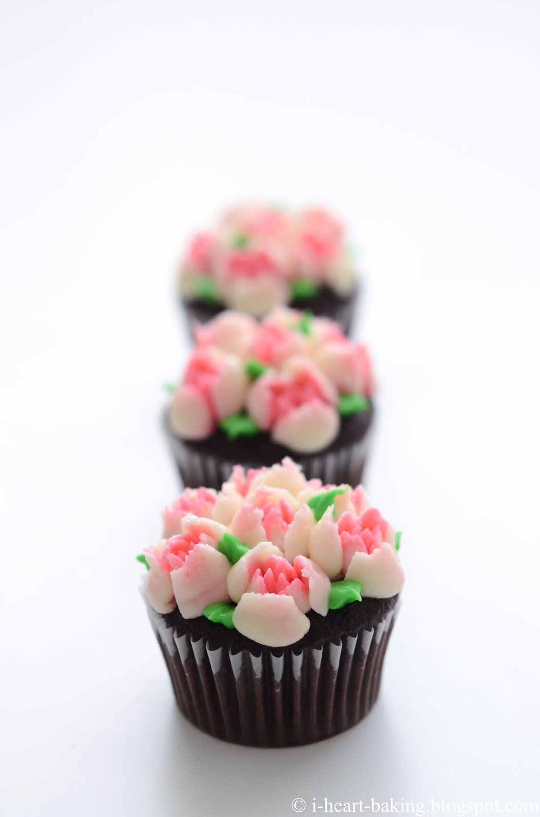 I heart baking pink and white flower bouquet cupcakes so i suppose if you want flowers that are all consistent then use a large piping bag mine are 12 inch so you can fit more frosting without having to izmirmasajfo