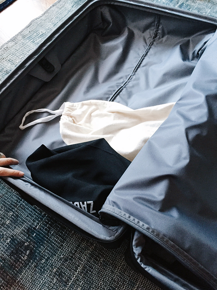 Tumi Alpha 2 Medium expandle suitcase - How to pack a suitcase