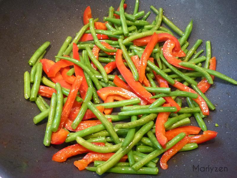 Faites revenir les légumes.