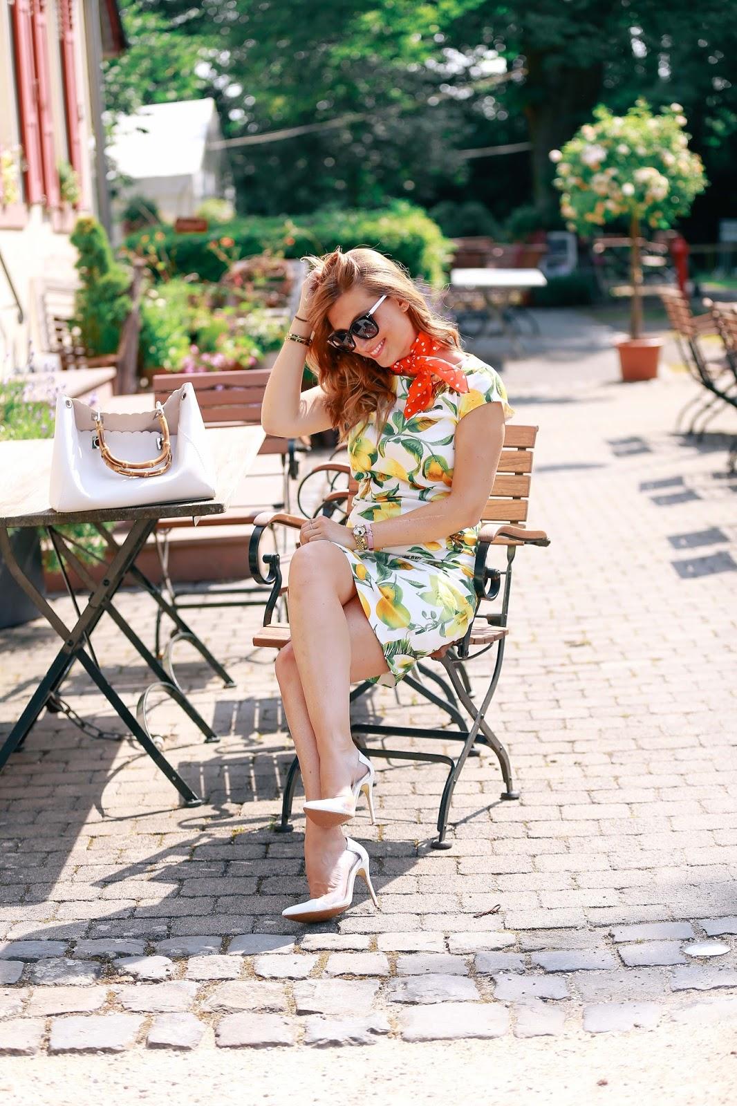 Italien-style-bloggerstyle-sommerkleid-mit-zitronenprint-hallhuber-hallhuber-kleid