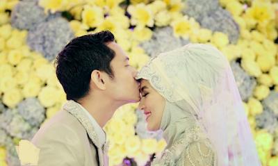 Setelah Suami Pulang Bekerja Lakukanlah Dua Hal Ini Kepada Istri Anda