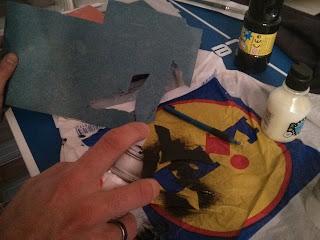 Denevér sablon készítése a Halloween-i fali dekorációhoz