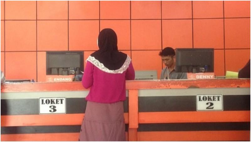 Suasana kantor pos di Ketapang