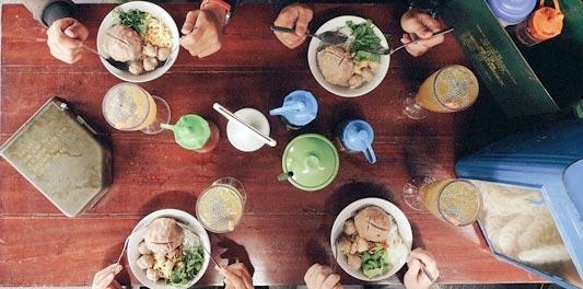http://www.iskrim.com/2017/12/tips-biar-tidak-kecewa-di-tempat-makan-baru.html