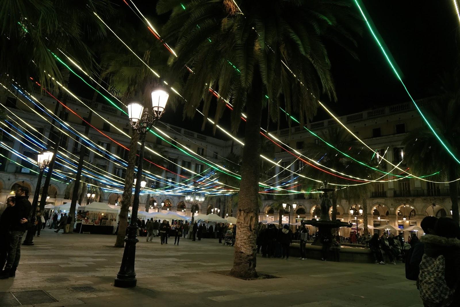 レイアール広場(Plaça Reial)