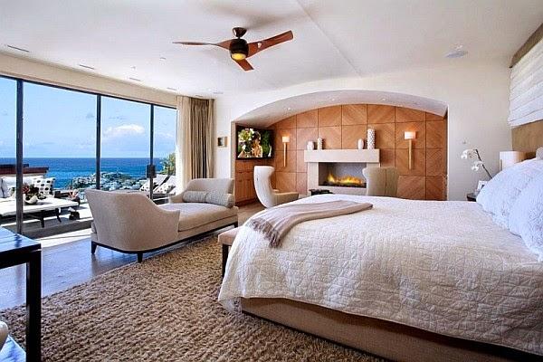 Dormitorio con paredes decoradas
