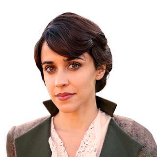 Lola Mendieta joven (Macarena García)