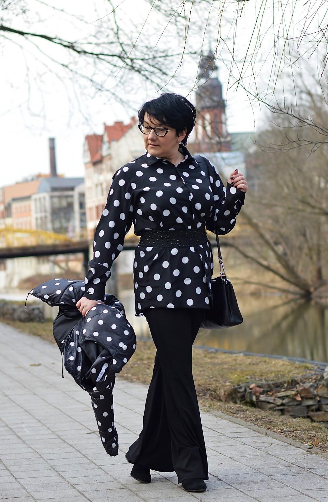 Black and white polka dots,  iało czarne grochy, czarno - białe grochy