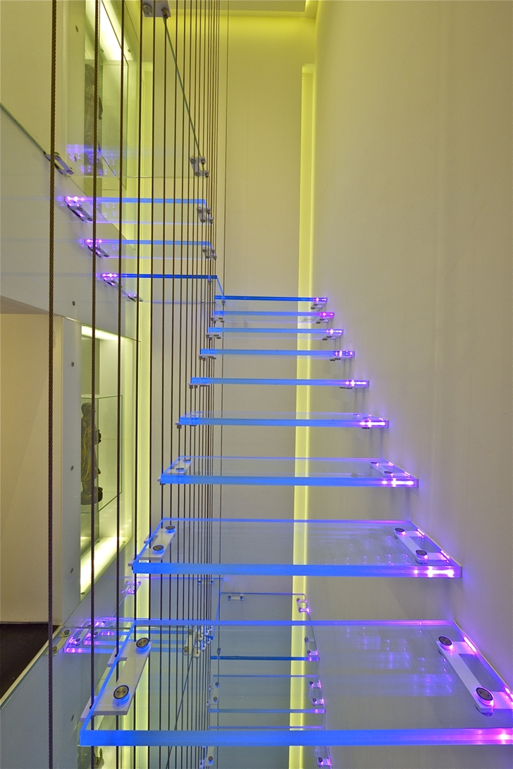 Modern thin glass stairs