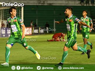 Pablo Zeballos celebra su gol con Danny Bejarano y Gustavo Olguin - Oriente Petrolero - DaleOoo