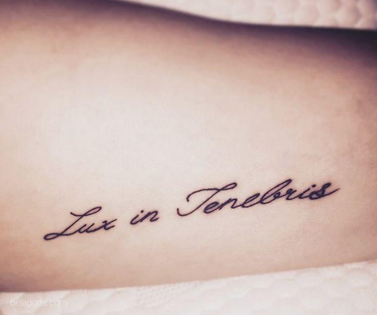 tatuaje de frase lux in tenebris