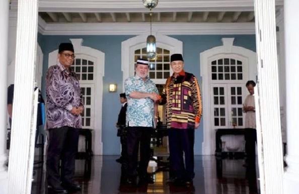Zahid Hamidi Menghadap Sultan Johor Di Istana Pasir Pelangi