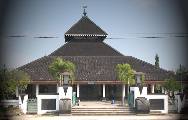 Foto Masjid Demak tampak dari depan