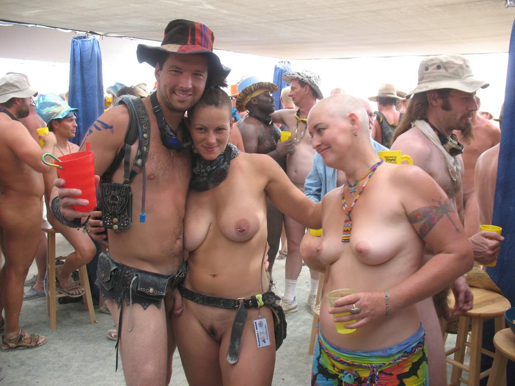 burning-man-festival-naked-girl