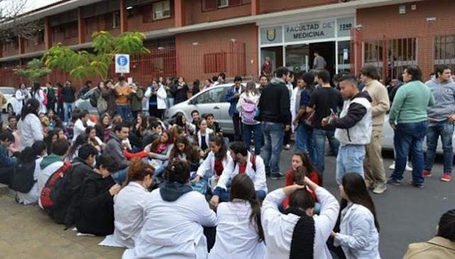 ESCÁNDALO EN MEDICINA: sólo 80 de 1400 alumnos pasaron el examen de ingreso