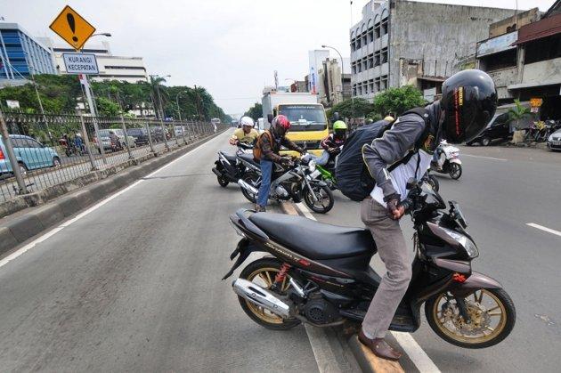 Contoh Kasus Negosiasi Contoh Teks Negosiasi Singkat Beserta Strukturnya Mktj Pelangagaran Pengguna Sepeda Motor