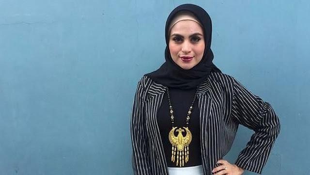 Asha Shara Buka Jilbab, Kenapa?