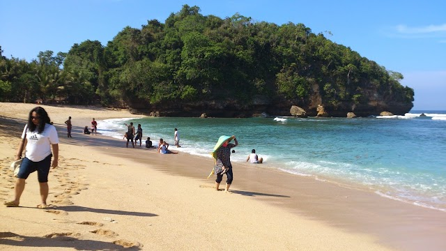 Objek Wisata Pantai Ngeliyep