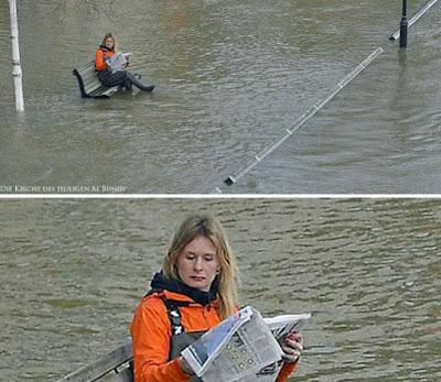 Lustige Frau hat die Ruhe weg - Hochwasser Spaßbilder