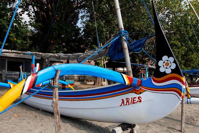 Barco de pescadores en Pasir Putih