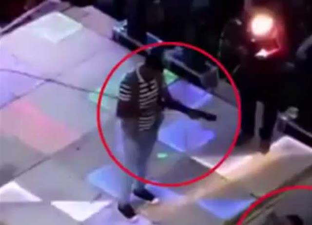 مقتل طفل برصاصه طائشة في فرح بكفر الشيخ ( فيديو ) , لحظة مقتل طفل برصاصة طائشة في فرح بكفر الشيخ (فيديو) , مصرع طفل وإصابة 2 أخرين برصاصة طائشة في «فرح» بكفر الشيخ