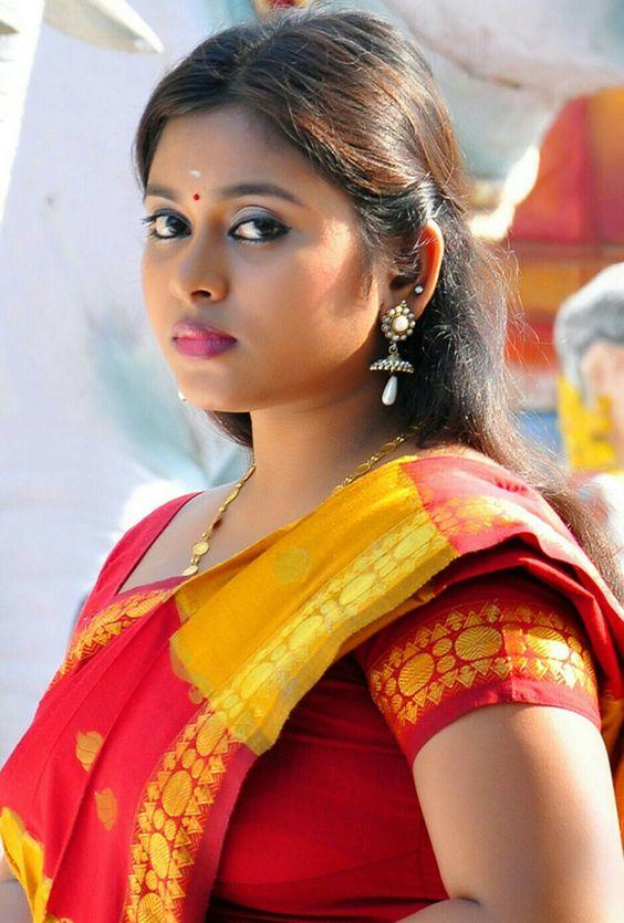 Beauty Tamil Nadu Aunties, Girls: Saree removing boobed