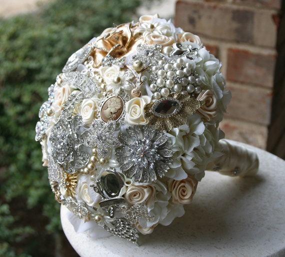 Buquê de tecido com jóias