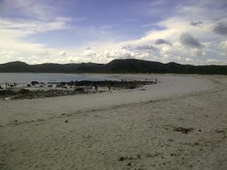 Tanjung Aan bagian kanan dengan pasir lembut seperti bedak