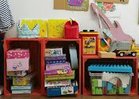 Cajones de madera reciclados para ordenar los juguetes de los niños
