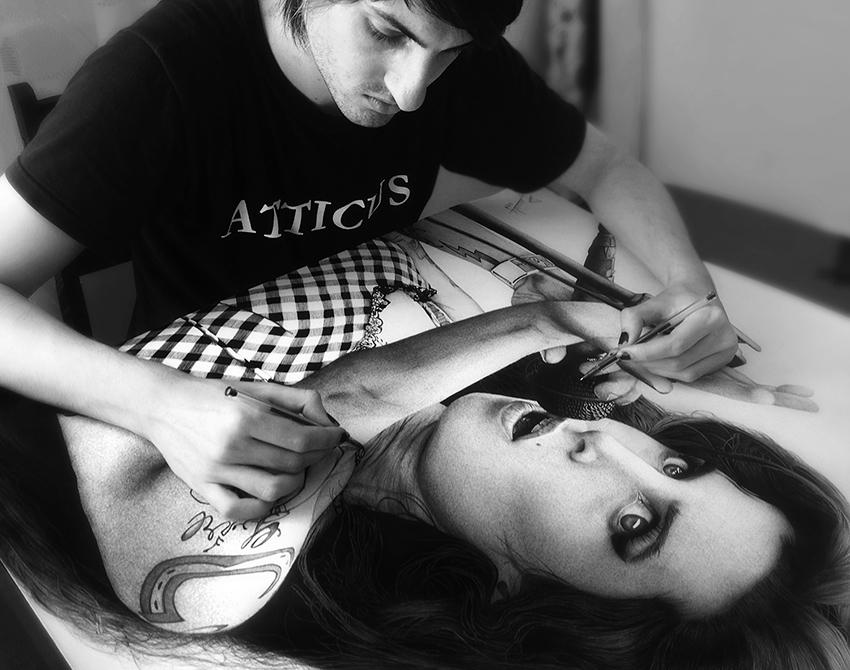 02-Amy-Winehouse-Leonardo-Alves-de-Azevedo-Leo Natsume-Realistic-and-Detailed-Bic-Ballpoint-Pen-Drawings-www-designstack-co